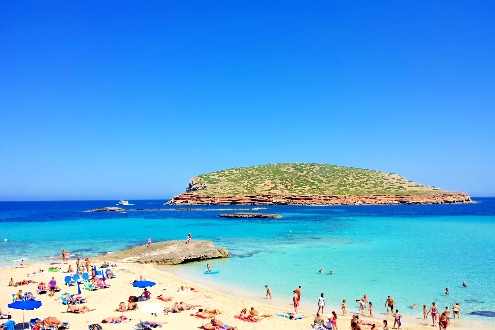 ibiza beach of the week cala conta ibiza spotlight. Black Bedroom Furniture Sets. Home Design Ideas