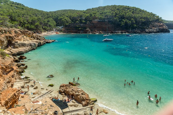 cala salada beach ibiza spotlight. Black Bedroom Furniture Sets. Home Design Ideas